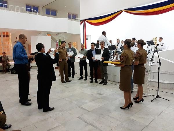 Servidor da Unifei É Homenageado Pela Polícia Militar