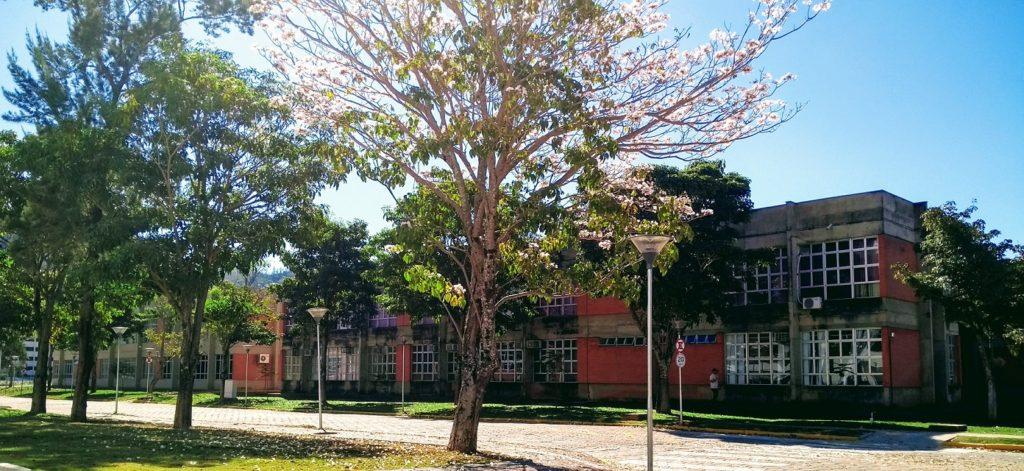 Fachada lateral dos blocos 2 e 3 do Prédio da Elétrica - UNIFEI Campus Itajubá/MG.