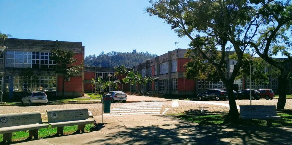 Frente do Prédio da Elétrica - UNIFEI Campus Itajubá/MG.
