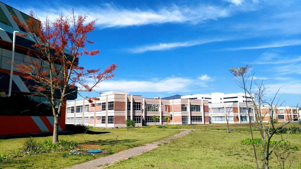 Fachada lateral dos blocos 4 e 3 do Prédio da Elétrica - UNIFEI Campus Itajubá/MG.