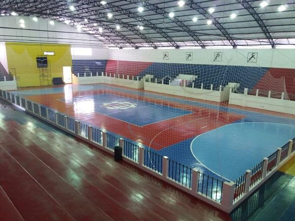 Visão geral do interior do ginásio após as reformas realizadas. Antes da instalação do placar.