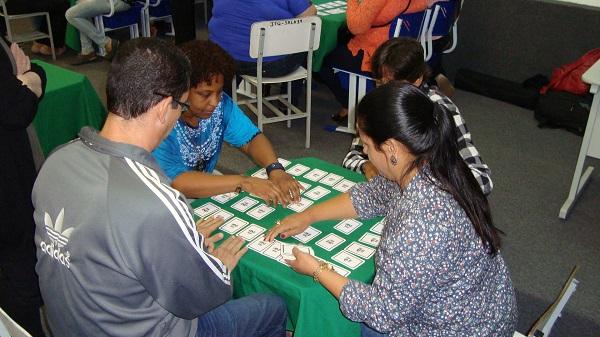 O Librário é um jogo de pares de cartas, contendo os sinais da Libras, palavras em Português e imagens.