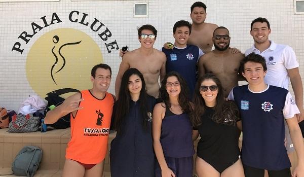 Equipe de natação do campus da Unifei de Itajubá, que conquistou a medalha de bronze nos 400 metros, medley, masculino.