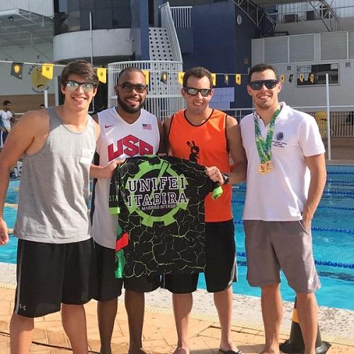 Da esquerda para a direita, Vitor Reis, Kelvim Almeida, Augusto Rossi e Arthur Rossi, alunos que representaram a Unifei de Itabira na natação durantes os JUMs 2017.
