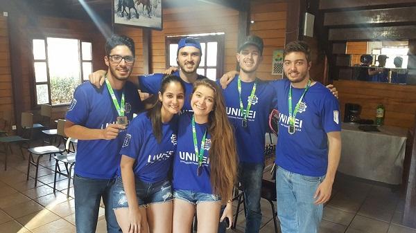 Equipe de xadrez da Unifei, que conquistou as medalhas de ouro, prata e bronze no masculino, e bronze, no feminino.