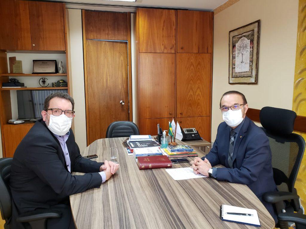 O reitor foi recebido no gabinete do deputado federal Lincoln Diniz Portela.
